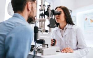 eye doctor giving eye exam